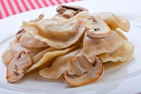Пельмени с грибами и картошкой